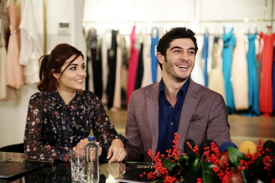 Burak Deniz și Hande Erçel în Aşk Laftan Anlamaz