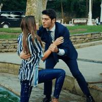 Aşk Laftan Anlamaz (Dragostea nu înțelege cuvintele) cu Hande Erçel și Burak Deniz-Serial de comedie romantică
