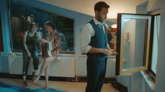 İyi Günde Kötü Günde (Zile bune, zile rele) Episodul 3 cu Elçin Sangu,Yasemin Allen și Ozan Dolunay. Secvențe Video 23