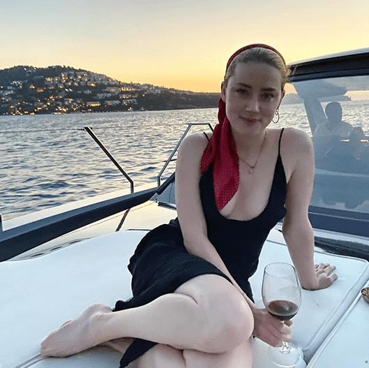 """Amber Heard, 34 de ani, vorbește despre vacanța din august:""""Atât de greu să-mi iau rămas bun ... Iubesc foarte mult Turcia"""" 4"""