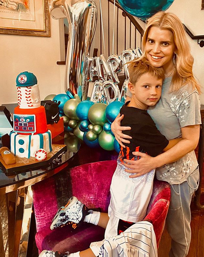Jessica Simpson, 40, poses with daughters Birdie and Maxwell in new fashion campaign 5