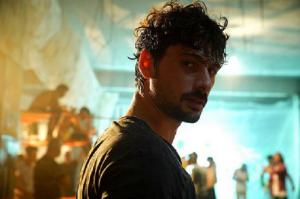 Deniz Can Aktaş, 27 de ani, unul dintre actorii favoriți din Menajerimi Ara (Sună-mi impresarul)