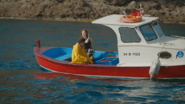 İyi Günde Kötü Günde (Zile bune, zile rele) Episodul 5 cu Elçin Sangu,Yasemin Allen și Ozan Dolunay. Secvențe Video 22