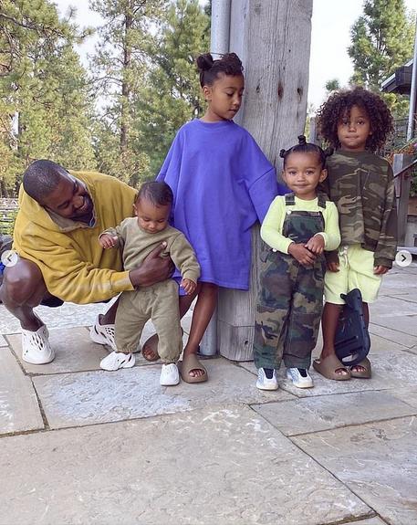 Kim Kardashian's husband Kanye West wishes her a happy 40th birthday:'I love you so much' 6
