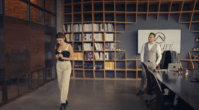 Episodul 13 Sen Çal Kapımı (Bate la ușa mea) cu Hande Erçel Și Kerem Bürsin.Secvențe Video 19