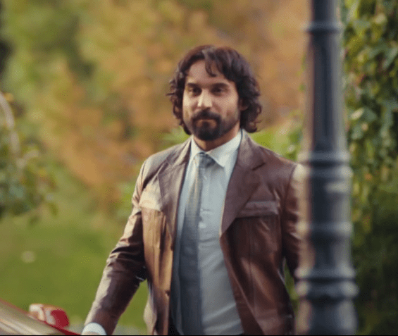 Episodul 13 Sen Çal Kapımı (Bate la ușa mea) cu Hande Erçel Și Kerem Bürsin.Secvențe Video 15