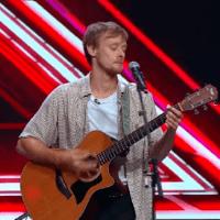"""Austin Hirth, 28 ani, a urcat pe scena X Factor cu o poveste de viață și a interpretat piesa """"Budapest"""""""