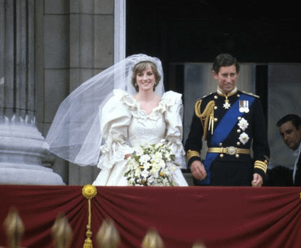 """8 costumes from """"The Crown"""" inspired by Princess Diana's best fashion moments 5"""