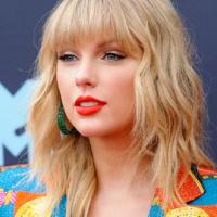 """American Music Awards 2020:Taylor Swift câștigă premiul """"Artistul Anului"""""""
