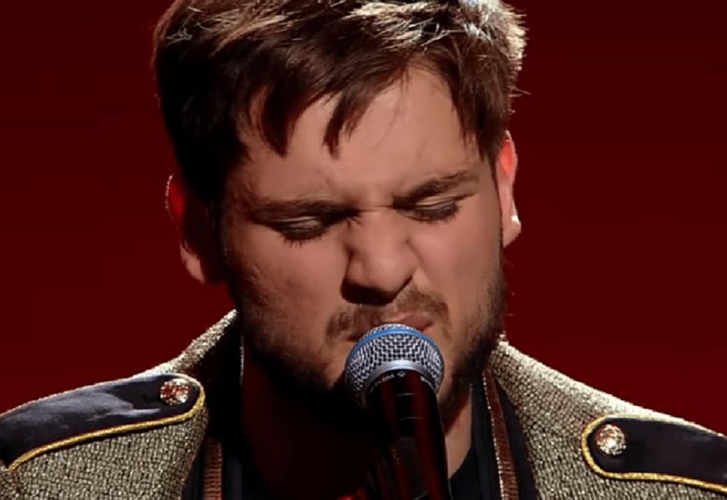 """Semifinala X Factor:Adrian Petrache, emoție pe scenă cu piesa """"Les Yeux De La Mama"""""""