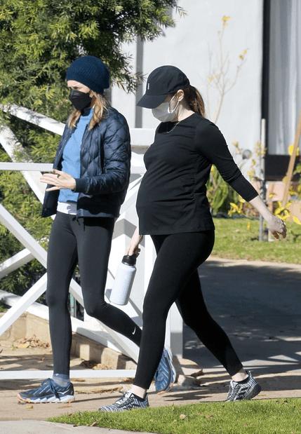 Emma Stone și Dave McCary așteaptă primul copil 7