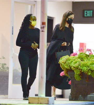 Angelina Jolie takes kids Pax and Zahara out for sushi 3