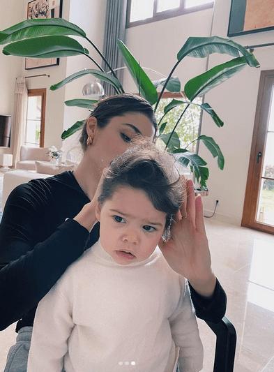 Dragostea lui Hande Erçel pentru nepoata ei 9