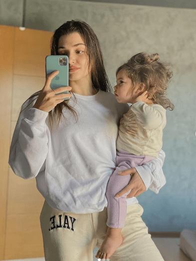 Dragostea lui Hande Erçel pentru nepoata ei 8
