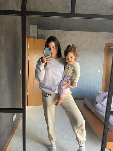Dragostea lui Hande Erçel pentru nepoata ei 6