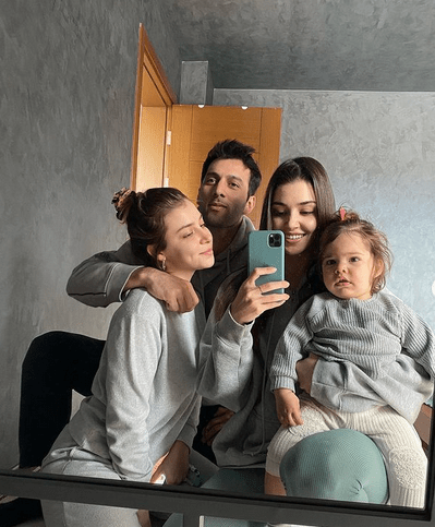 Dragostea lui Hande Erçel pentru nepoata ei 5