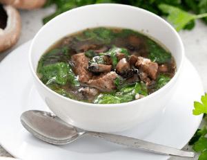 Rețetă AIP: Supă de văcuță cu ciuperci și spanac