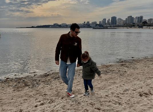 Uraz Kaygılaroğlu și fiica sa