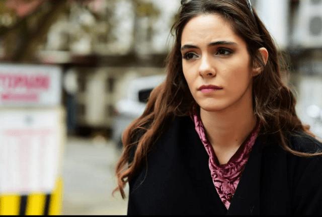 Asli Melisa Uzun în Arkadaslar Iyidir (2016)