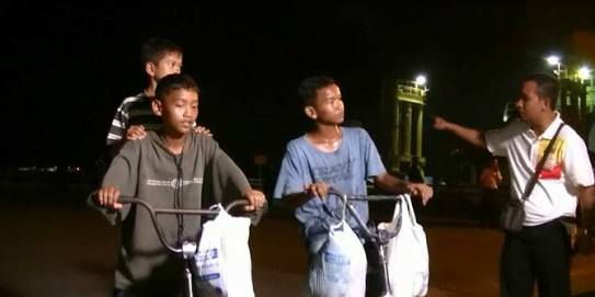 Tiga anak bersaudara ini touring mengayuh sepeda dari Palembang