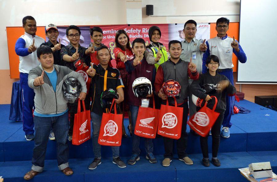 Aktivitas Seminar Safety Riding Wahana sambangi Kampus Buddhi Dharma Tangerang