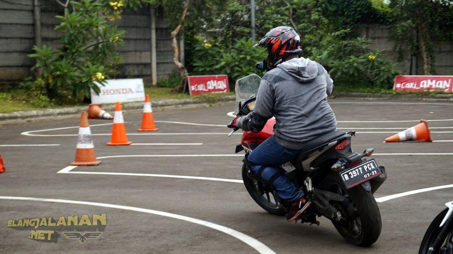 Latihan Safety Riding bareng Blogger dan Vlogger