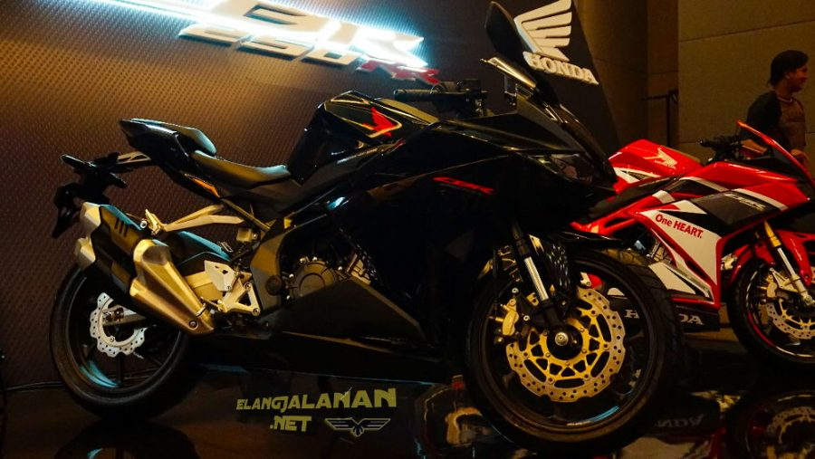CBR250RR Warna Baru Black Freedom