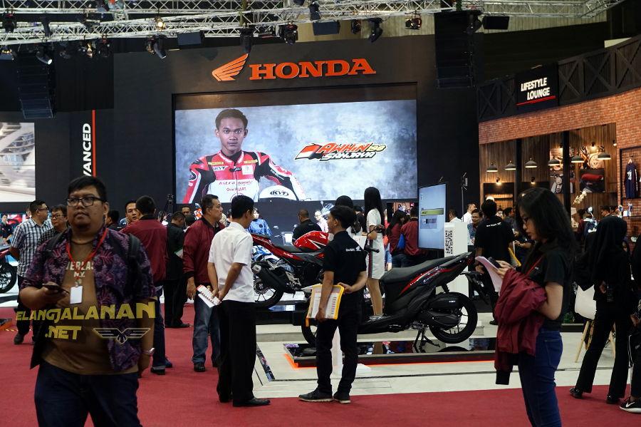 IMOS 2018: Berbagai Suguhan Motor Baru Penuh Inspirasi Hadir di Booth Honda, ada PCX Electric