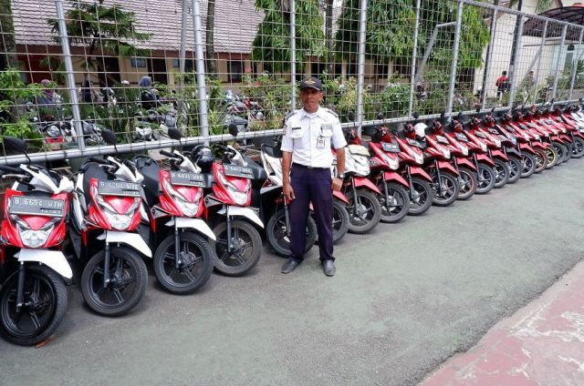 Penjaga Parkir yang Viral