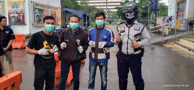 SSFC Pengda Depok Bagikan Hand Sanitizer