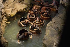 Los Enanos huyen por el río subterráneo