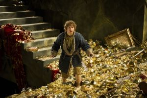 Bilbo entra con cautela en Erebor