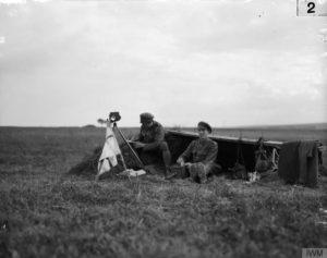 Oficiales de señales cerca de Bouzincourt (julio 1916). Fotografía © IWM (Q 149)
