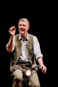 Representación de 'Hoja, de Niggle' a cargo de la Puppet State Theatre Company