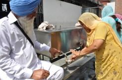 Chai distribuídos nos templos (Foto: Renata Telles)