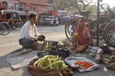Venda de legumes na rua (Foto: Renata Telles)