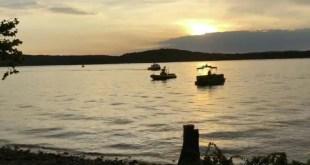 11 muertos al naufragar un barco con turistas en un lago de EE.UU