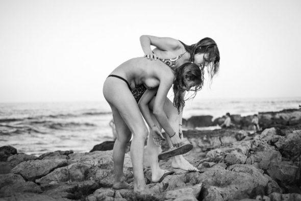 Fotografía de la serie 'Vera y Victoria' de Mar Sáez.