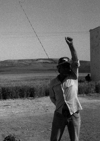 Una de las fotos que ilustra el cuento de 'Los Tres Cerditos'. Foto: Clemente Bernard.