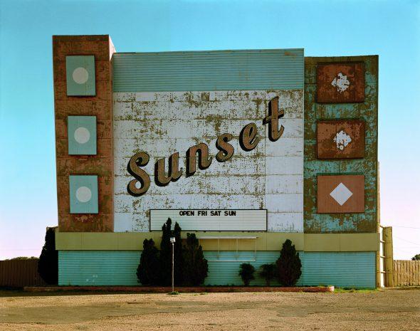 Stephen Shore, Neuvième Avenue Ouest, Amarillo, Texas, 2 octobre 1974, série Uncommon Places. Avec l'aimable autorisation de l'artiste et de la 303 Gallery à New York