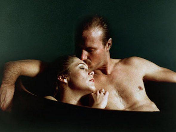 Imagen que sirvió para el cartel de la película 'Fuego en el cuerpo'.