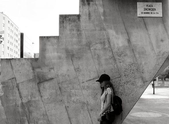 La Plaza de la Constitución rebautizada como Plaza Snowden por el artista Quelic. Foto: Manuel Cuéllar.
