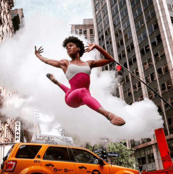 La bailarina Paige Fraser fotografiada en Herald Square, Nueva York. Foto: Omar Z. Robles.