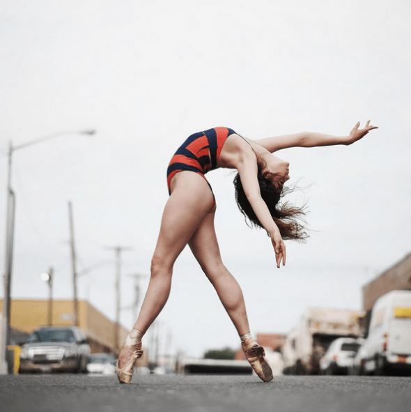 Fotografía tomada el Día Nacional de la Danza en Estados Unidos. La bailarina es Brittany Cavaco y la foto se tiró en Bushwick/Williamsburg