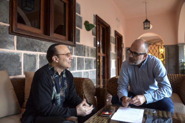 Michel Camilo y el periodista Luis Roca en Las Palmas de Gran Canaria.