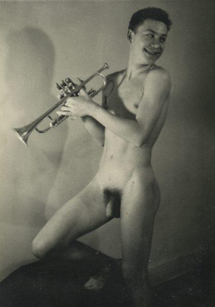 Desnudo masculino. Fotografía: anónimo de los años 50.