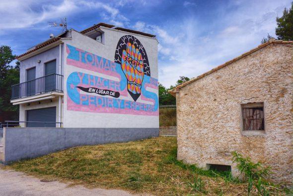 Mensajes en las paredes de Fanzara. Foto: Manuel Cuéllar.