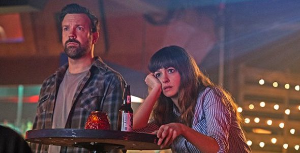 Anne Hathaway y Jason Sudeikis en Colossal. Foto: Voltage Pictures, Brightlight Pictures.