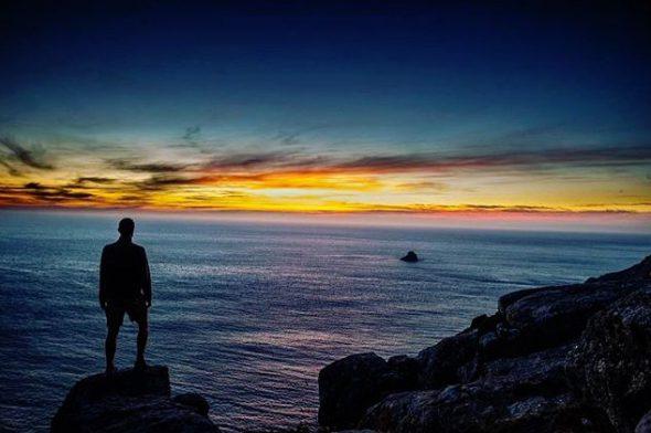"""El usuario @madventurerer etiqueta su foto con #CaminoDeSantiago en Instagram y la geolocaliza con """"Finisterre, end of the world"""". Finisterre, en el fin del mundo."""
