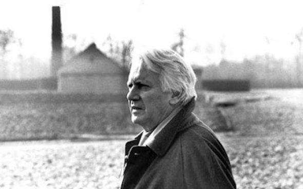 En 1992, Jorge Semprún regresó por primera vez al campo de concentración de Buchenwald para participar en la realización de un documental.